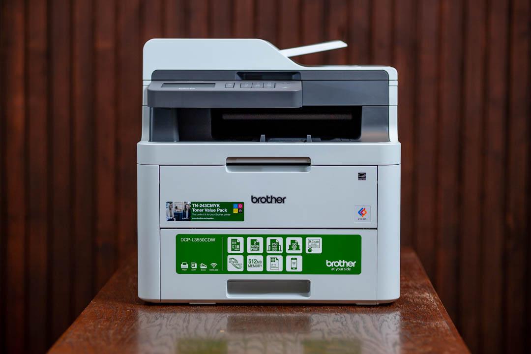 Brother L3550CDW színes LED nyomtató és szkenner elölnézetből