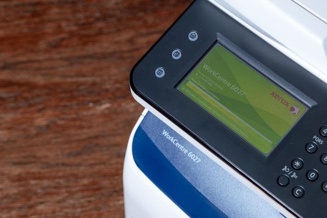 A Xerox 6027 színes multifunkciós lézernyomtató 4,3 collos érintőképernyője