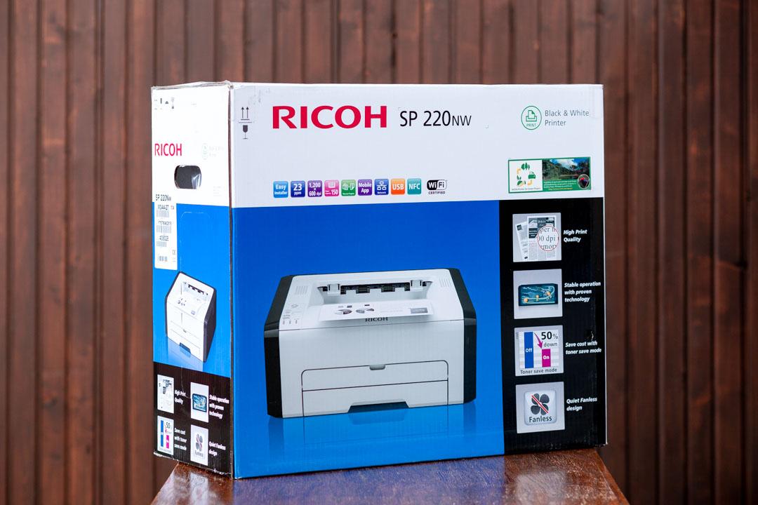A Ricoh SP220Nw olcsó irodai nyomtató doboza